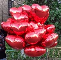 Большой букет из фольги шаров сердца надутый гелием