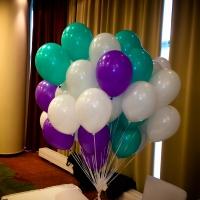 Готовой букет шаров надутый гелием три цвета фиолетовый - зелёный - белый