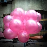 Розовые воздушные шары в готовом букете шаров